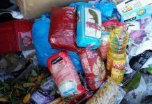 Atiram alimentos doados ao lixo