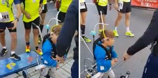 Pai ajudou o filho deficiente