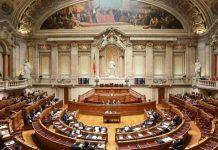 Deputados recebem em subsídios quase o dobro do seu salário
