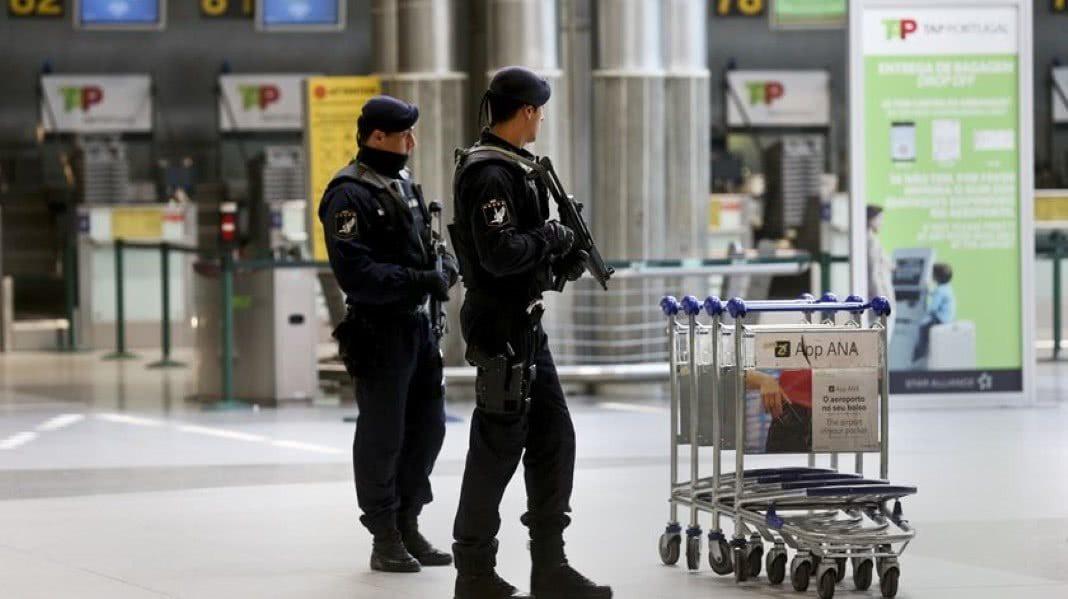 policia roubou 300 euros a turista