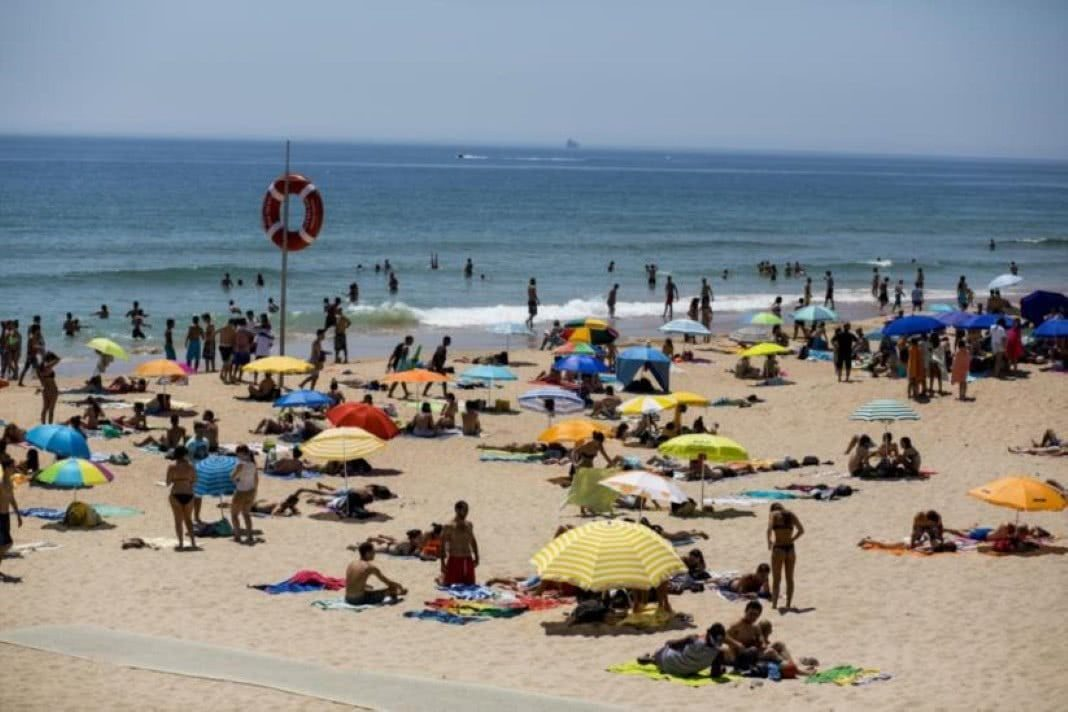 praia portuguesa onde a água está sempre quente