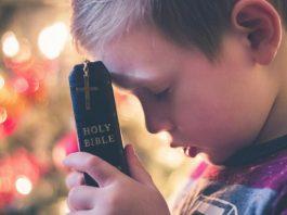 Deus trabalha em silêncio