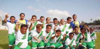 Grupo de anões resolve jogar futebol