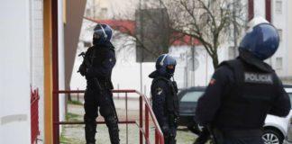Agentes da policia novamente agredidos