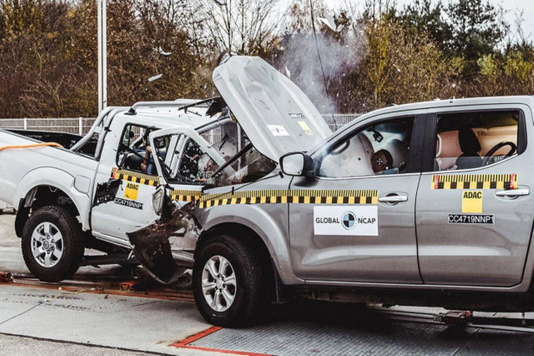 Alarmante diferença na colisão de um Nissan