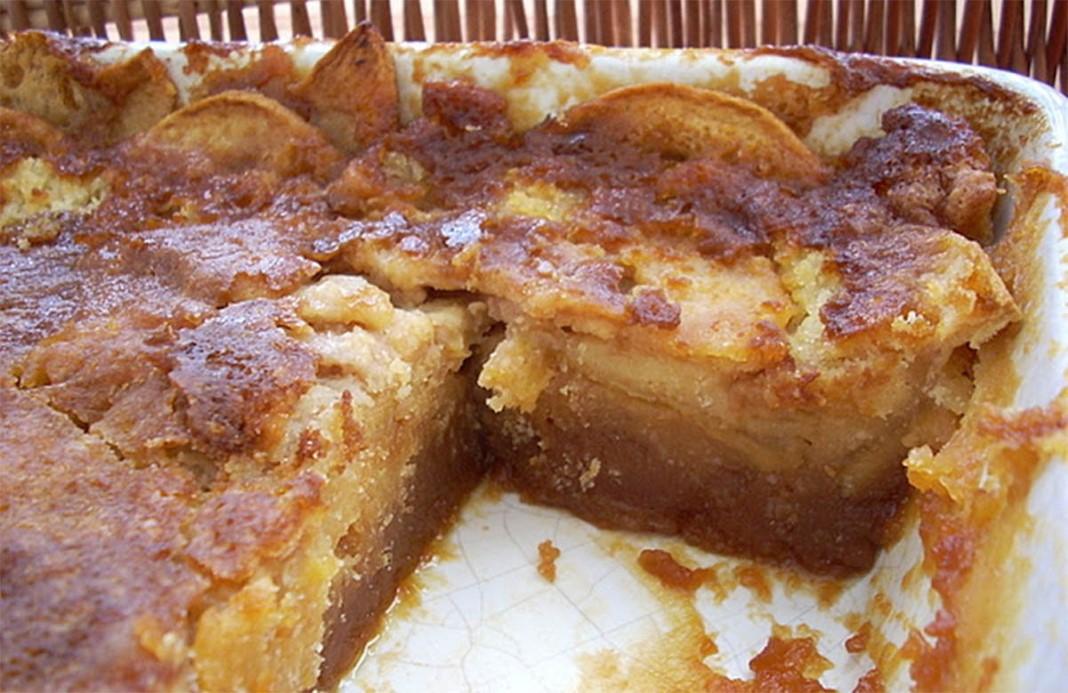 Bolo molhado de maçã e caramelo