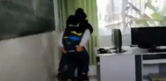 Menino de 12 anos leva amigo deficiente